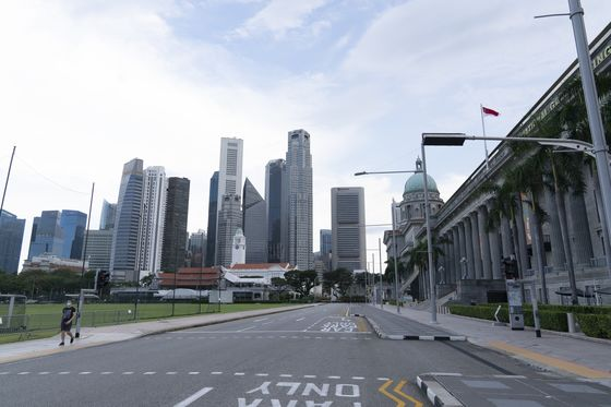 Singapore Slows Reopening Pace on Virus Cluster Concerns