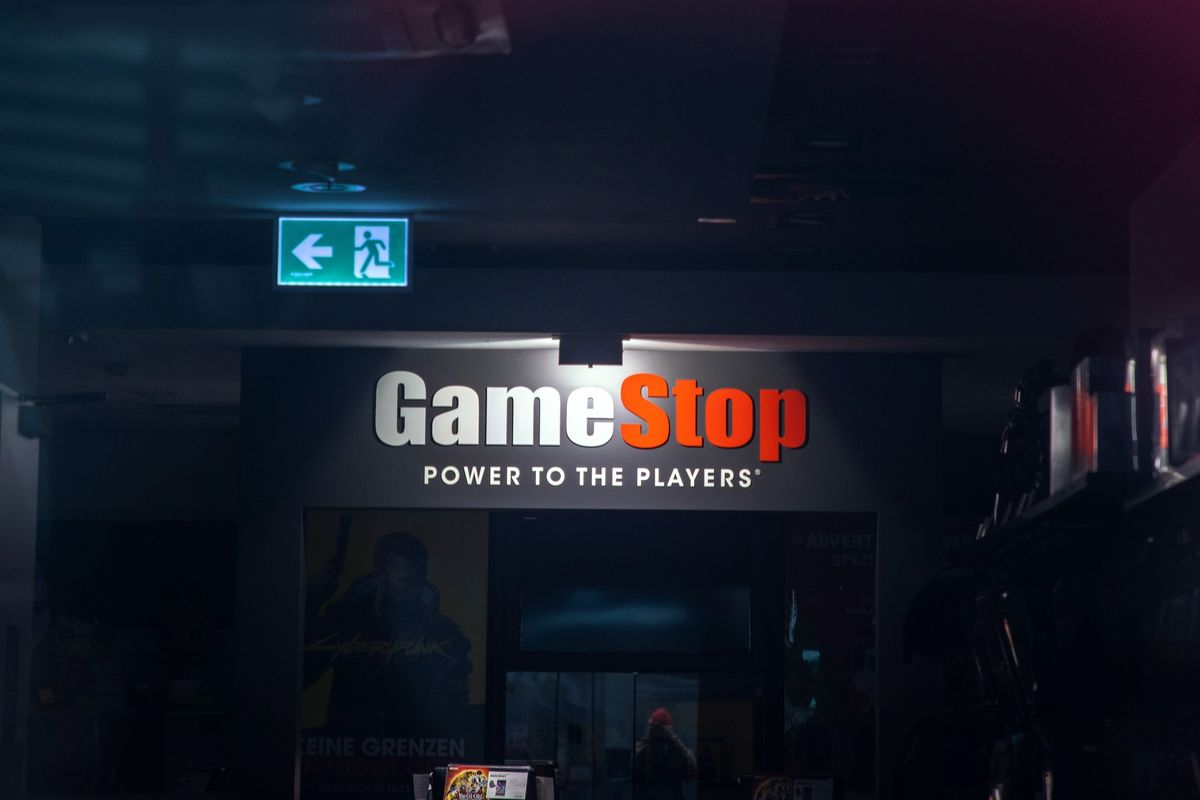 GameStop Slides on Stock Sale Plan, SEC Trading Investigation