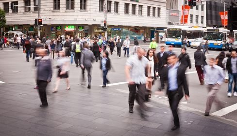 Australia's Weak Sentiment, Wage Growth Spur Rate Bets