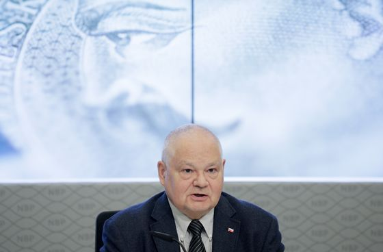 Poland Keeps Rates Unchanged as Stimulus Kills Easing Buzz