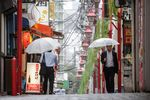 Commuters in Shinjuku and Shibuya Ahead of GDP Figures
