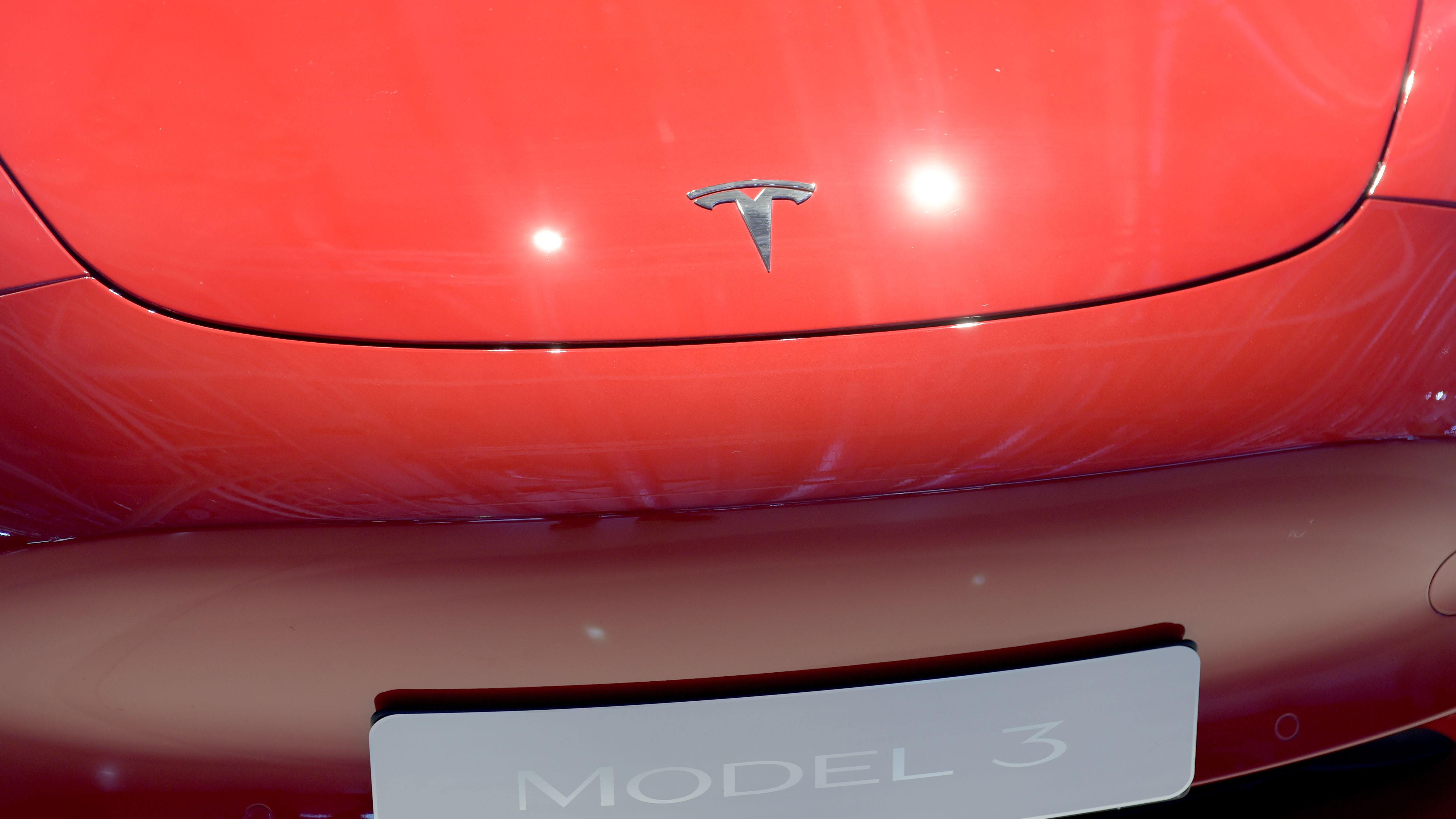 Tearing Apart Teslas to Find Elon Musk's Best and Worst Decisions