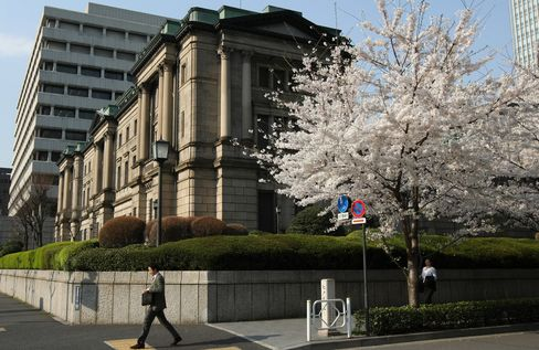 Tide Turning in Japan Deflation Fight, BOJ's Top Economist Says