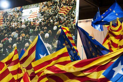 Euro Weakens Against Peers Amid Political Uncertainty in Spain