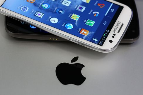 Apple Turns Tables Seeking Samsung Phone Ban After U.S. Reprieve