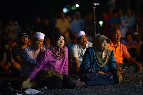 Malaysian Poll Upset Would Pose Risk to Tycoons