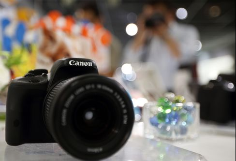 Canon Lowers 2013 Profit Forecast 10% on Slowing Camera Sales