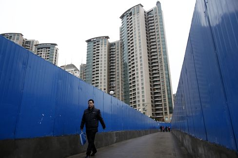 Chinese Developers Set Up Funds as Cash Is Squeezed