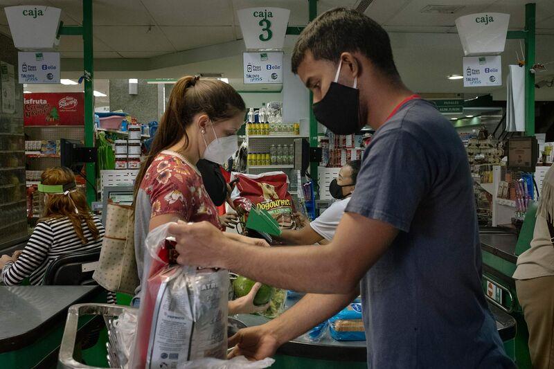 se relaciona con Zelle ha convertido a Venezuela hambrienta de dólares en un laboratorio de pruebas sin efectivo