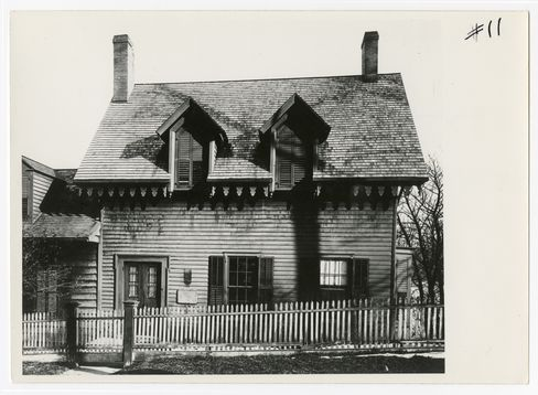 The Ding Dong House (date unknown) is believed to have been built sometime prior to the American Revolution. Home of sculptors Mary Lawrence Tonetti and her husband François Tonetti from 1898 until the First World War.