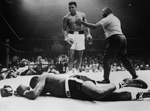 Ali's first heavyweight title in 1964 by defeating Sonny Liston.