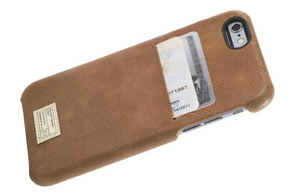 Ten skinny wallets to help you battle the bulge bloomberg one phone two cards reheart Images