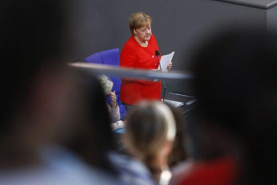 Merkel Warns of G-7 Summit Split Over Trump's `America First'