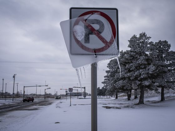 Massive Storms Stall U.S. Vaccine Campaign as Clinics Close