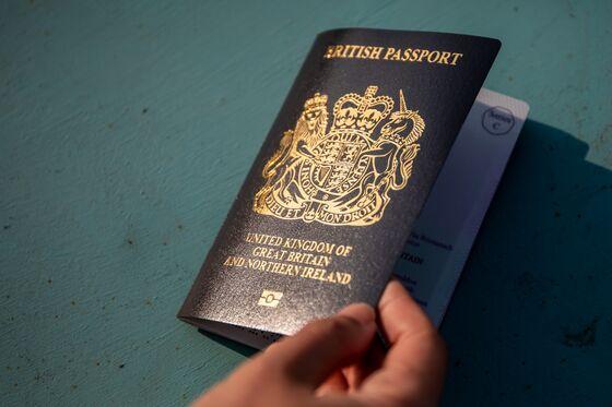 Hong Kong Rush for Special U.K. Visas Slows in Second Quarter