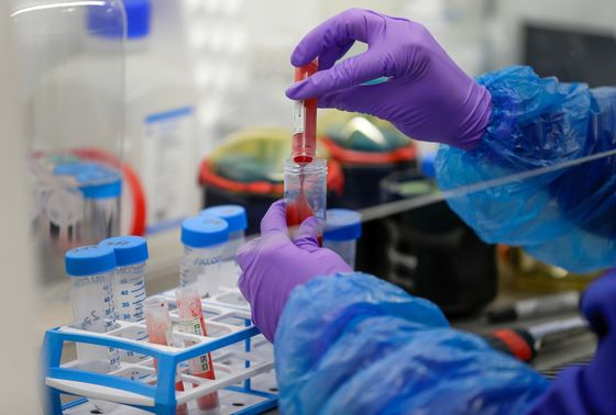 Johnson Pledges Millions of Covid Tests But U.K. Labs Can't Cope