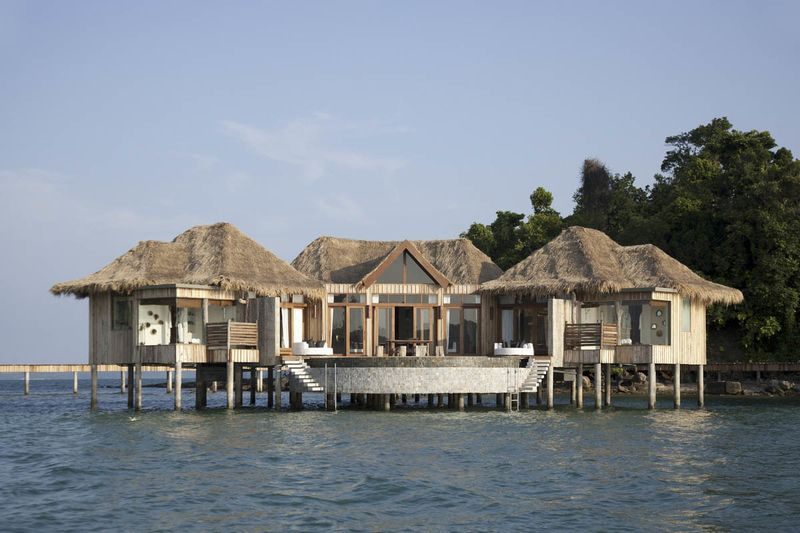 Mexico Overwater Bungalows Bloomberg Sandals 04