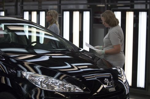 Peugeot Said to Consider Board Appointees in Exchange for Aid