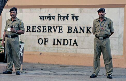 India's Sensex, Bonds Tumble as RBI Holds Rates