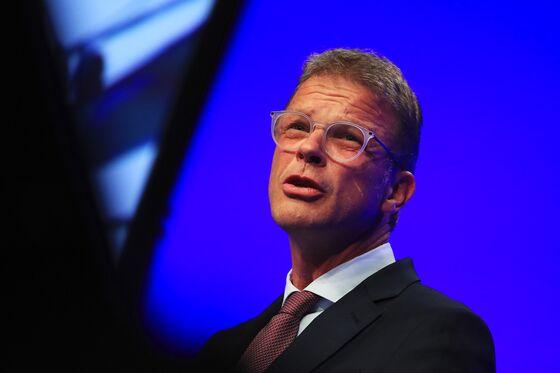 Deutsche Bank Explored Wells Fargo Custody Deal Before Fed Snub