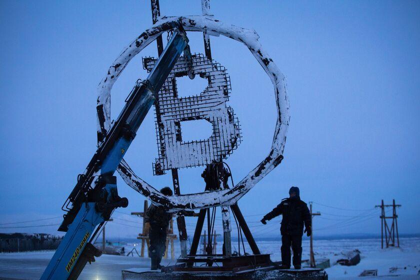 Bitcoin's Downward Trend Raises Risk of Moving-Average Breach