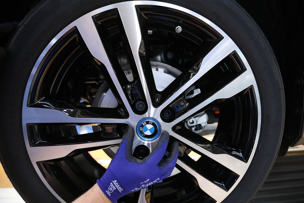 BMW Stock Drops on Charge for Possible EU Emissions-Cartel Fine
