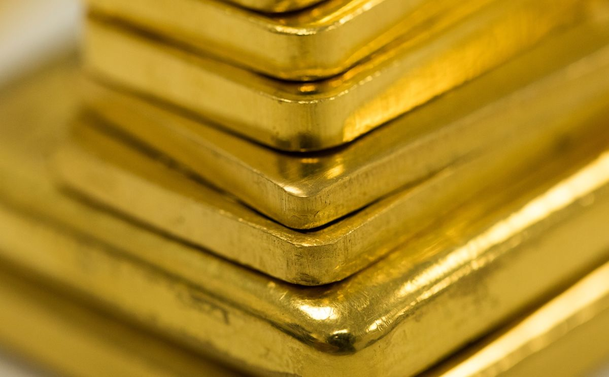 Gold set for best closing in seven weeks if Trump signs the stimulus