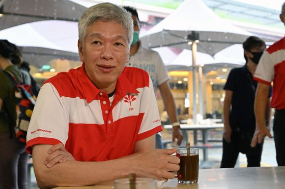Singapore PM's Brother Doesn't File to Run in Seat Father Held