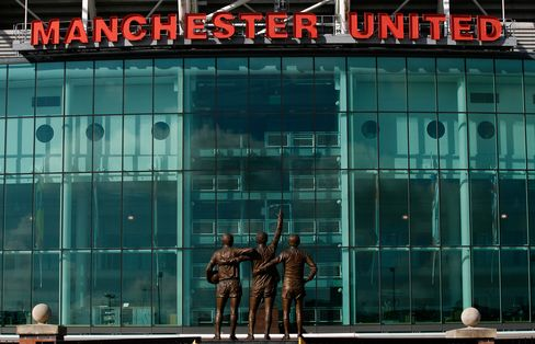 Manchester United Said to Weigh IPO in U.S., Not Singapore