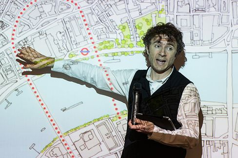 Designer Thomas Heatherwick delivers a presentation on a concept developed by Heatherwick Studio for a new pedestrian 'Garden Bridge' across the River Thames, connecting the North and South Banks of London with a garden. Photographer: Anthony Wallace/AFP via Getty Images