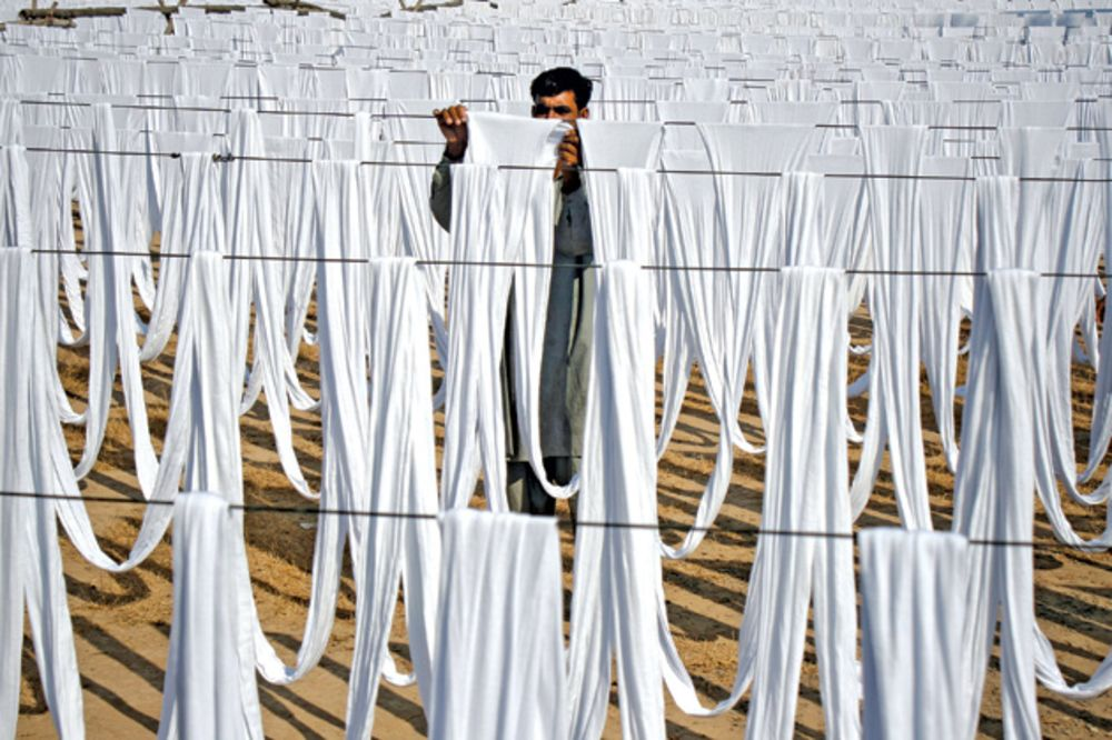 Pakistan's Textile Industry Is Dangerously Fragile - Bloomberg