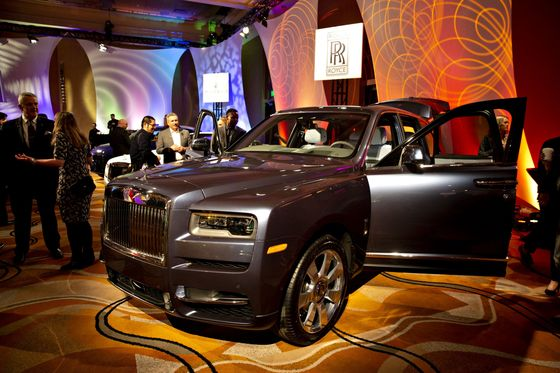Rolls-Royce Savors Blowout Demand for SUV Starting at $325,000