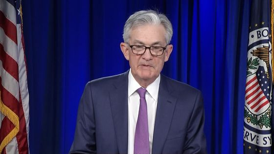 Powell Waves Inflation Worries Away as Fed Holds Rates Near Zero