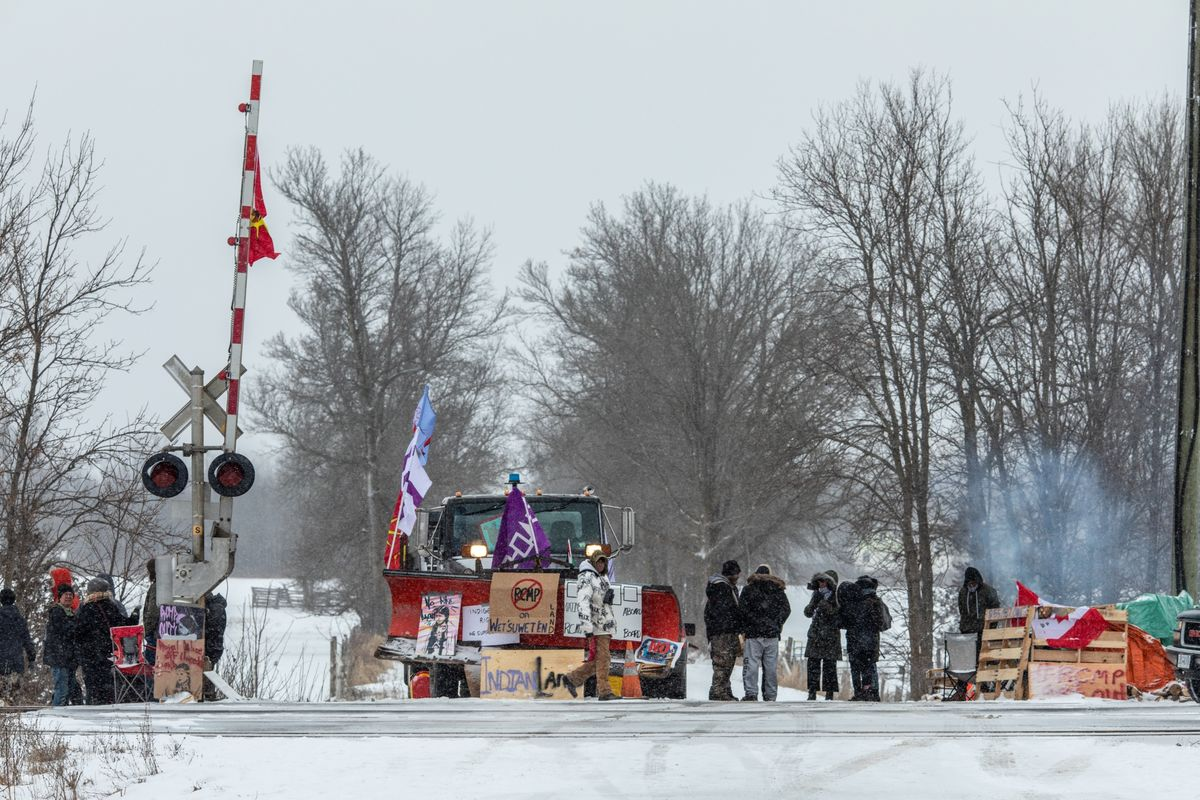 Pressure Mounts on Protesters as Canada Seeks End to Rail Woes