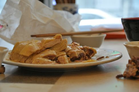 Shanghai Chicken Served With Blood Shunned as Bird Flu Spreads