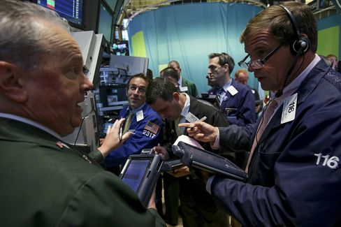 Aging Investors to Fuel Shift to Stocks, BlackRock's Price Says