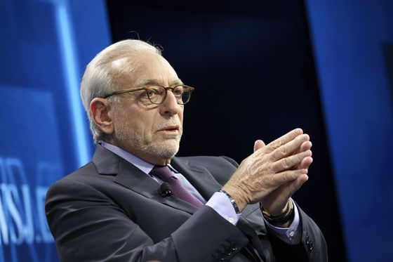 Invesco, Janus Need Scale to Compete With BlackRock, Peltz Says