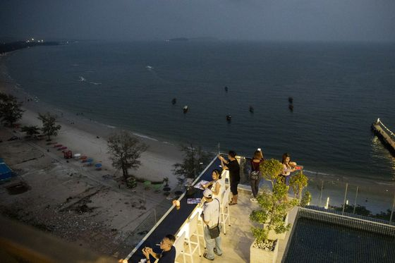 Chinese Influx Stirs Resentment in Once-Sleepy Cambodian Resort