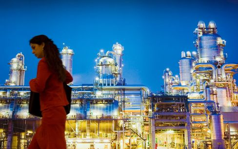 A photo of a refinery at the World Petroleum Congress in Madrid.