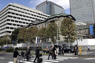 日本央行行长黑田东彦在新闻发布会后跟随利率决定