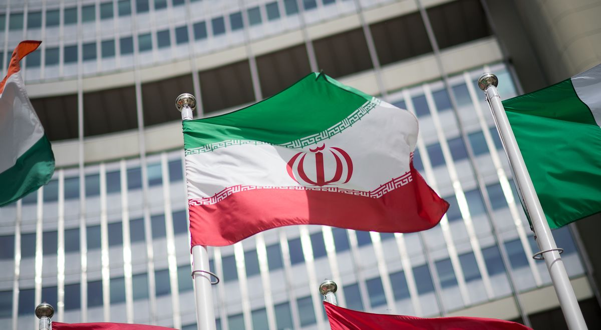 Iran Points to Big Gaps at Nuclear Talks on Eve of Election