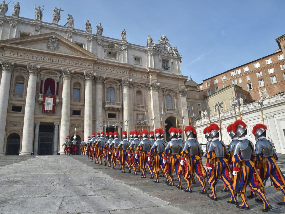 TOPSHOT-VATICAN-POPE-CHRISTMAS