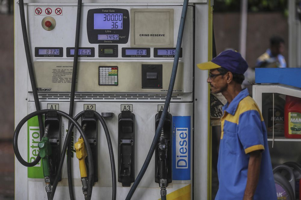 India's Fuel Tax Hike Unlikely to Stop Central Bank From Cutting Rates