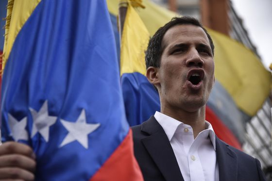 Venezuela Military Brass Pledges Loyalty to Maduro, Decries Coup