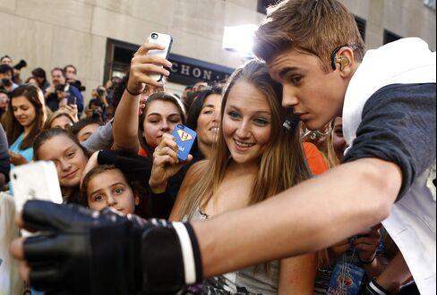 Pop Star Justin Bieber and Fans