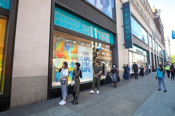 Johnson Tells Brits to 'Shop With Confidence' as Shops Open