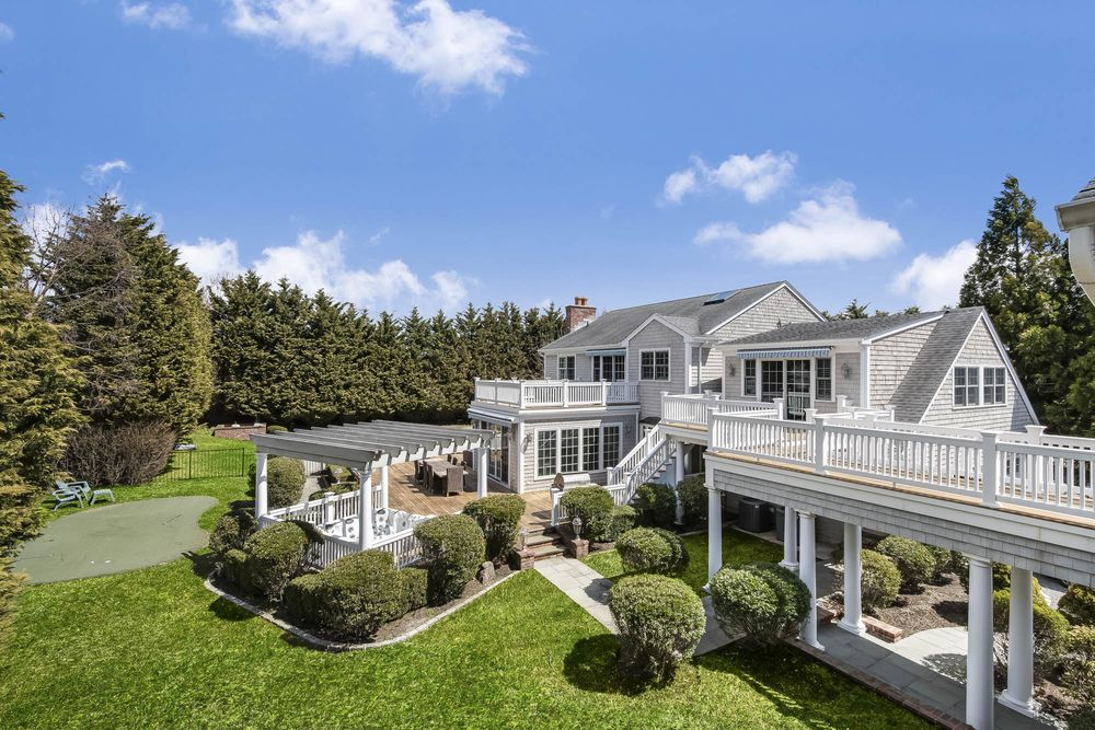 The Cheapest Place to Buy a House in the Hamptons - Bloomberg