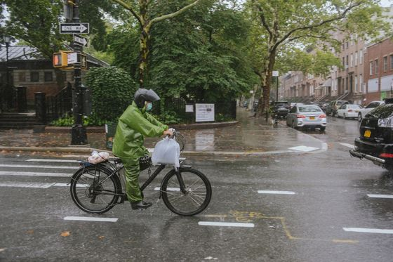 New York Delivery Drivers Face Low Pay Even as Risks Mount