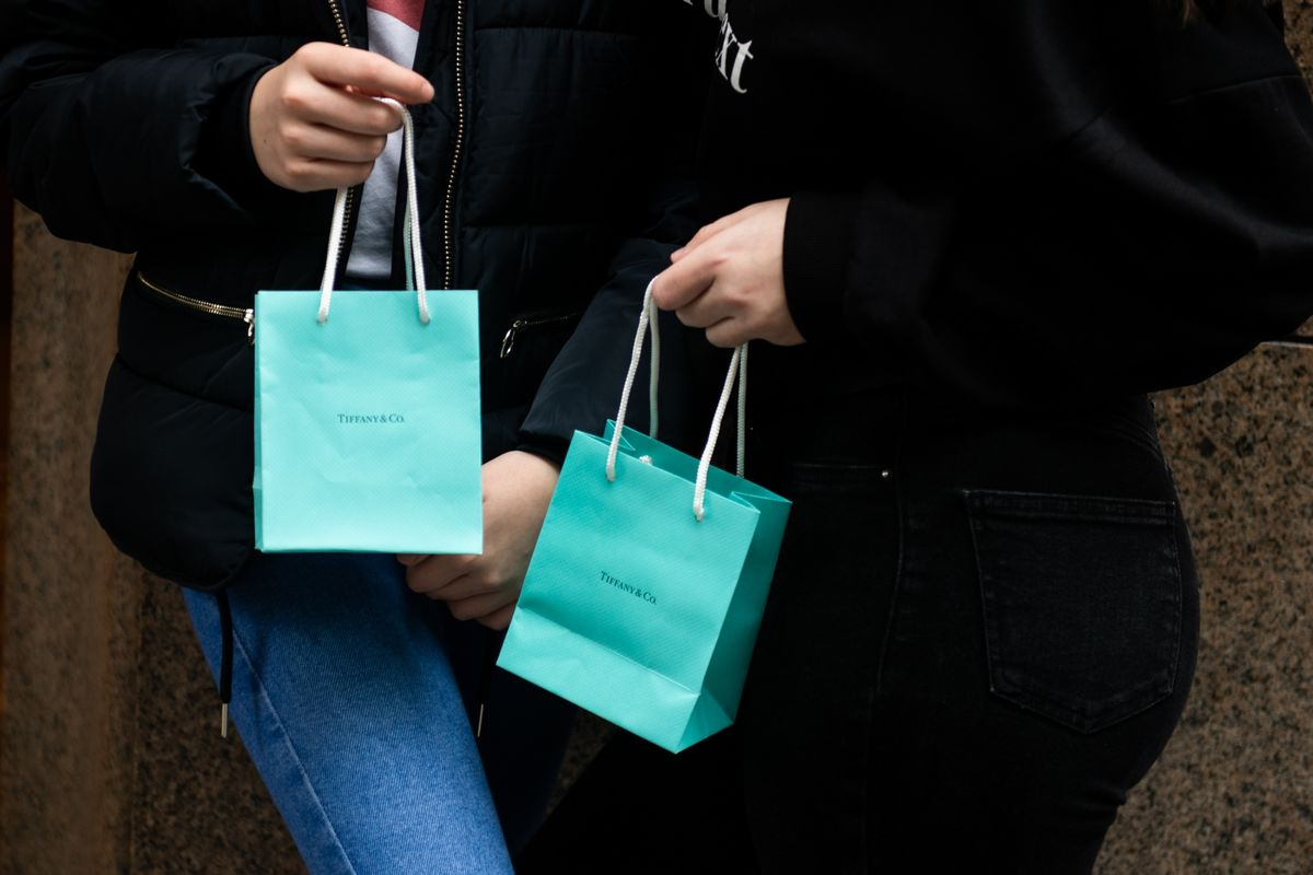 LVMH and Tiffany Enter Talks After LVMH Boosts Offer