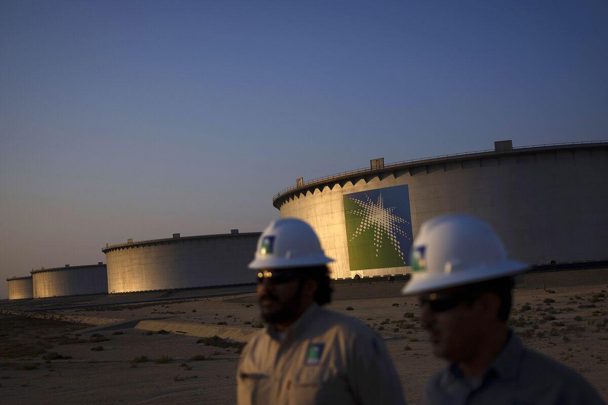 Saudi Stocks Enter Bear Market Just as Aramco's Giant IPO Nears